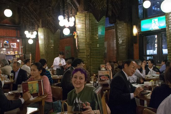 Beer Hall Lion Ginza 5Chome: Having a great time at the Sapporo Lion beer hall