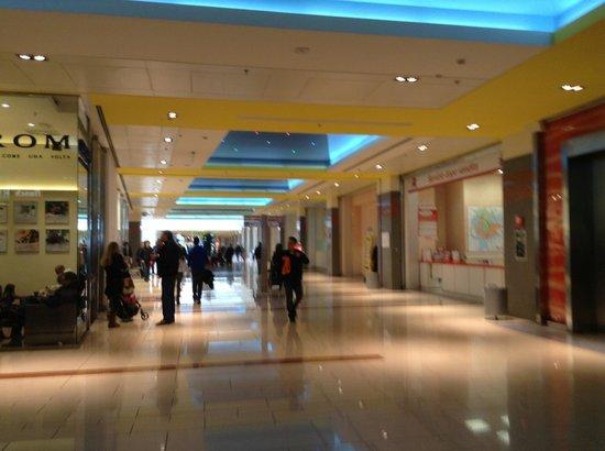 Puerta del shopping picture of galleria commerciale - Ikea roma porta di roma roma ...