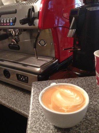 Shorthorns Coffee House: Spaziale S5, Rave Coffee and Woefuldane fresh organic milk make for a wonderful coffee experienc