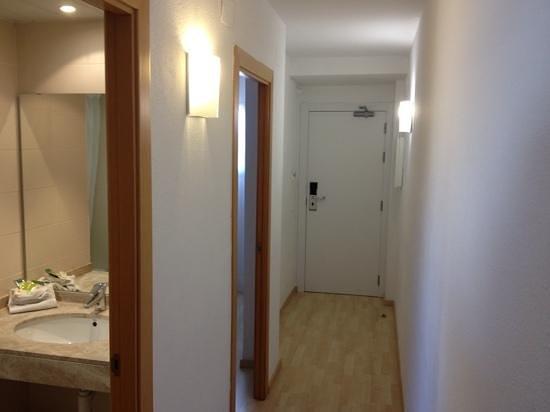 Les Dalies Apartmentos: корридор