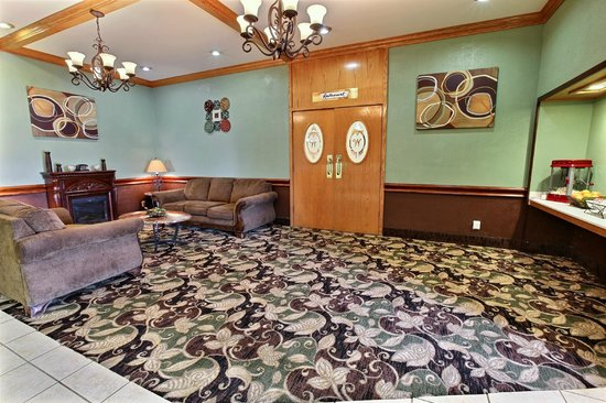 The Emerald House Hotel: Lobby