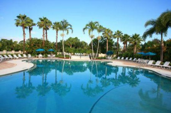 Perfect Drive Vacation Rentals: Spacious heated pool