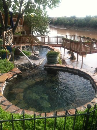 Riverbend Hot Springs: Soakers Delight!