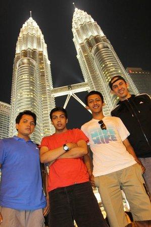 ตึกแฝดเปโตรนาส: Petronas