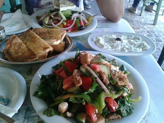 Diodos Archaias Agoras : greek salad tzaziki and diodos salad