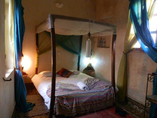 Riad Jade Mogador : habitacion amplia, con cama grande y colchon comodo, todo muy limpio, acogedor:Sin ruidos,