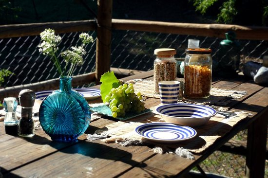 Yurt Holiday Portugal : Breakfast in the sun
