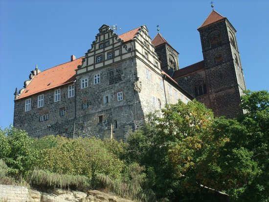Altstadt Quedlinburg: The castle walls