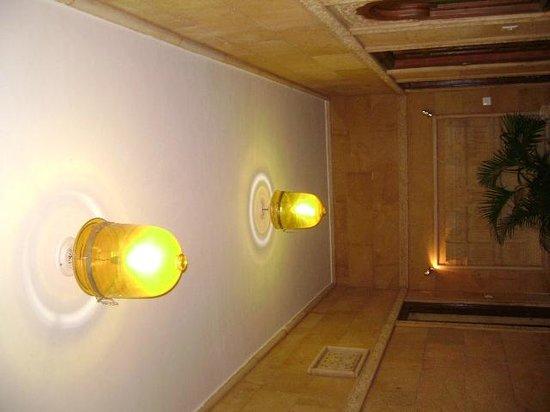 Hotel Lalgarh Fort & Palace: Lobby