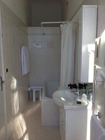 Villa Belvedere: tub/shower in rm 7