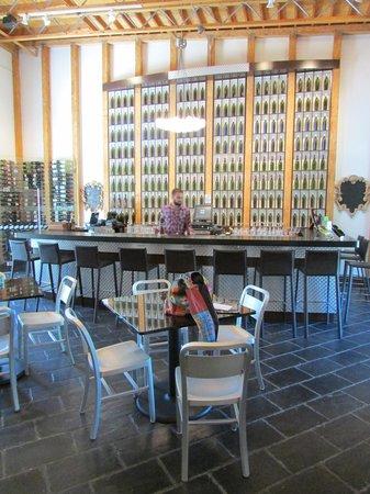 Stone's Throw Winery: Vino Vino Wine Bar