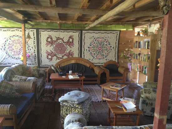 The Hummingbird Ayahuasca Retreat Center : Inside the big house