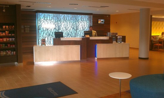 Fairfield Inn & Suites DuBois: Front counter with general store to left