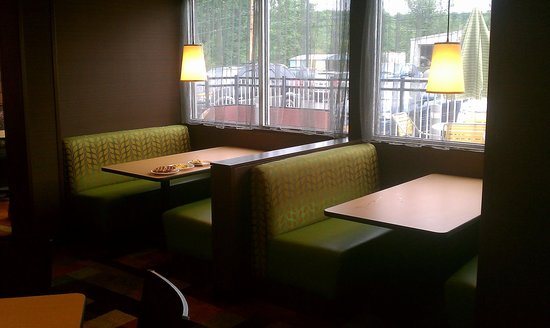 Fairfield Inn & Suites DuBois: Some of the booths (tables also available)
