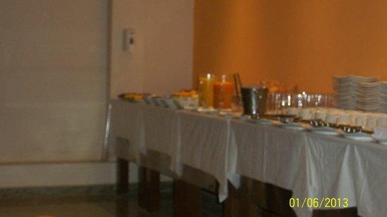 Hotel Pompeu: Que tal um banquete no café da manhã???