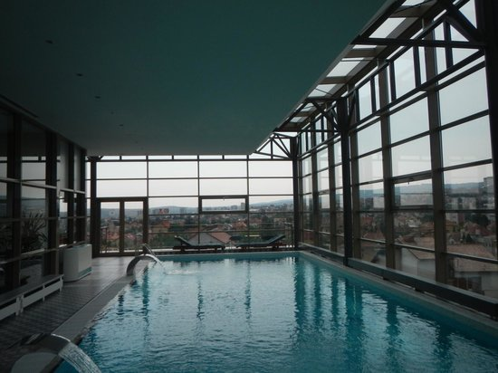 Ramada Cluj: The pool