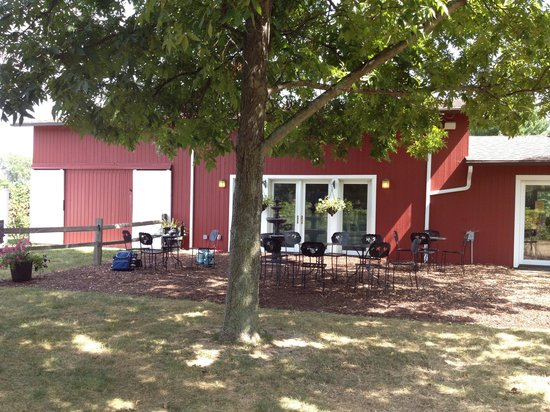 Free Run Cellars: Rear of winery