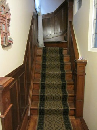 By The Park Bed and Breakfast: Staircase at Toronto Guest Suites