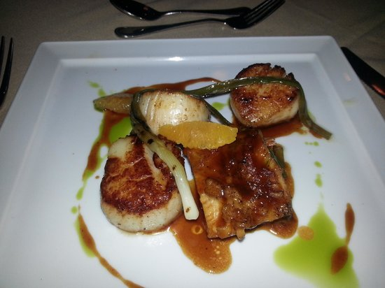 Isa's Bistro: Pork Belly and Scallops