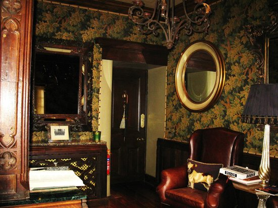 The Witchery by the Castle: Sitting room/Entrance