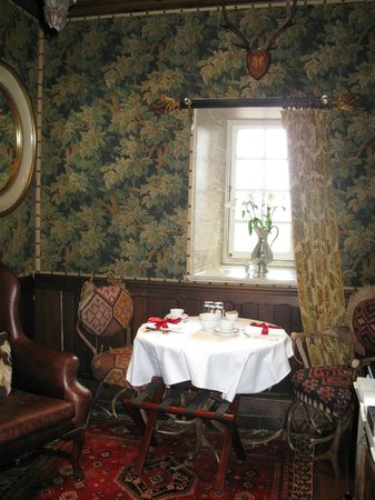 The Witchery by the Castle: breakfast table in the sitting room