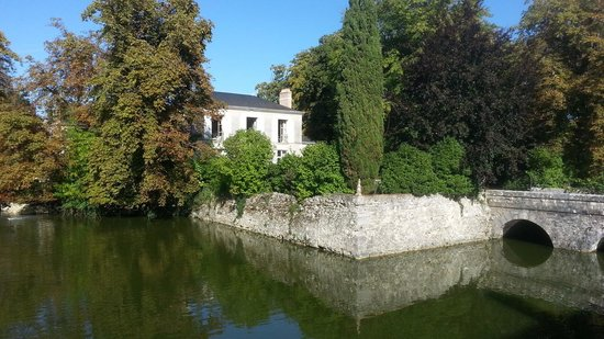 Les Douves D'onzain: View from moat