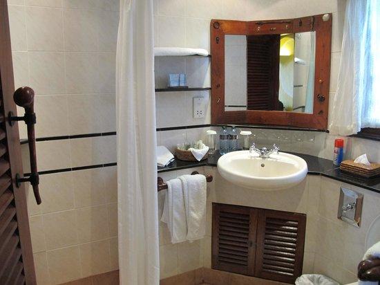Mara Serena Safari Lodge: Bathroom