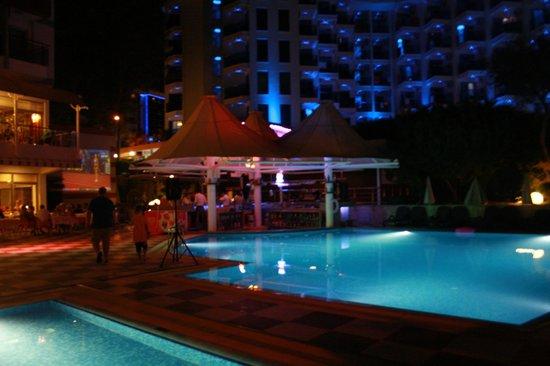 Grand Okan: poolbar