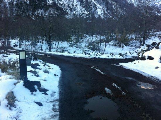 Rocanegra Mountain Lodge & Spa: mi error fue entrar por el camino derecho, ahi se desató todo mi drama con el dueño de este hote