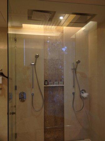Conrad Koh Samui Residences: Shower enclosure view 2