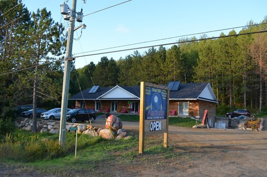 Algonquin Dream Catcher Motel: Street view