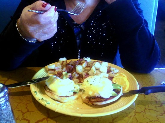 Four Sisters Cafe: California Benedict adds Avocado, Tomato and Bacon to the Standard