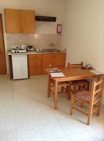 Platomare Hotel Apartments: kitchen area b33