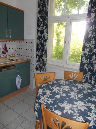Appartement-Villa Ulenburg: Small kitchen sink