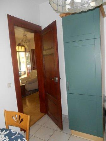 Appartement-Villa Ulenburg: Refrigerator behind green cabinets
