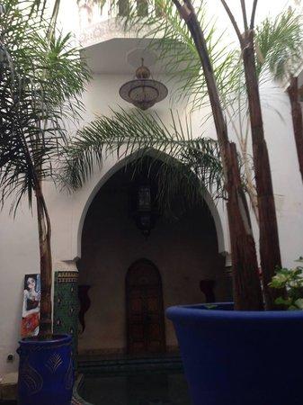Riad Tahar : Entrada al hotel