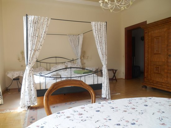 Appartement-Villa Ulenburg: Bedroom with king bed