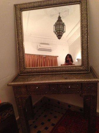 Riad Tahar : decoracion habitacion