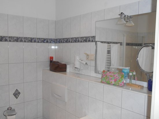 Appartement-Villa Ulenburg: Large bathroom