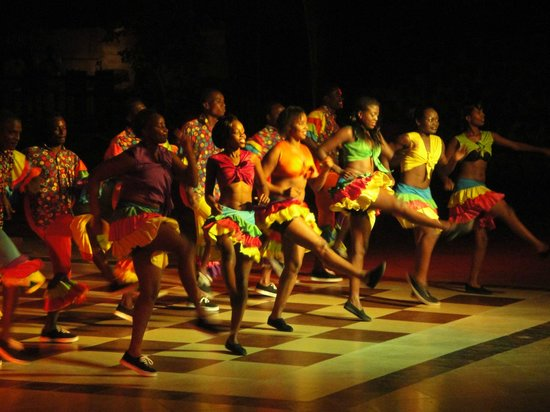 Baobab Beach Resort & Spa: spectacle de danses