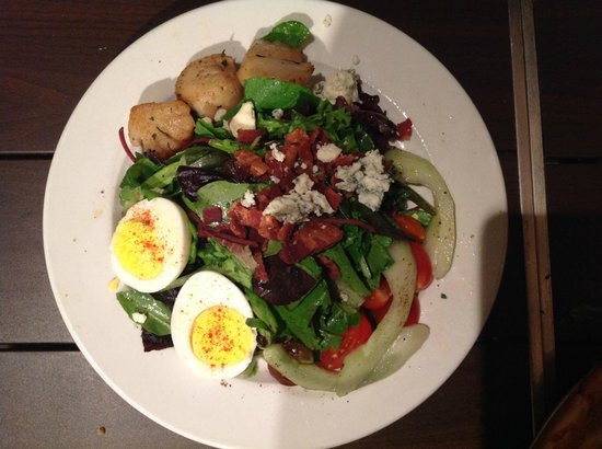 Olive Market Place & Cafe : Olive Marketplace and Cafe - Seared Scallop Cobb Salad