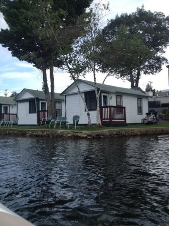Channel Waterfront Cottages: Cottages on the water