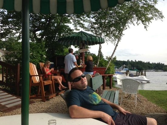 Channel Waterfront Cottages: Chillin