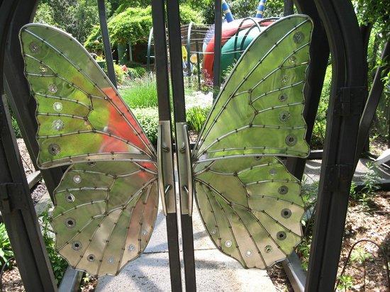 Atlanta Botanical Garden: Door decoration in Childrens section of the Botanical Gardens