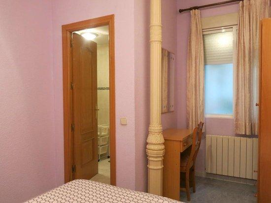 Hostal Residencia Fernandez: Camera doppia con bagno