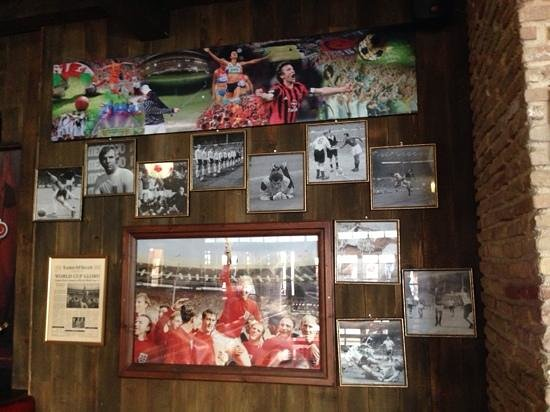 The Red Lion : football!