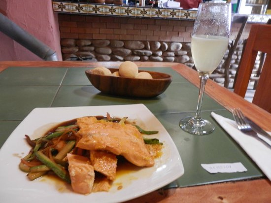 Etnico: Prato de Salmon grelhado com legumes