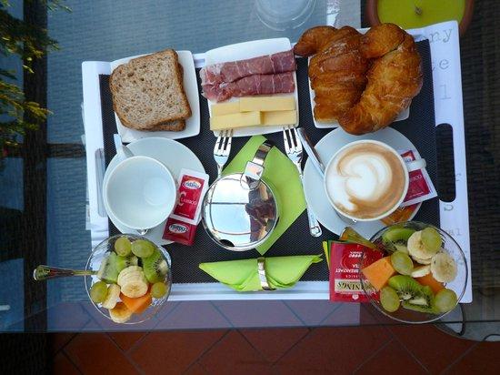 Althea Inn Roof Terrace : Breakfast