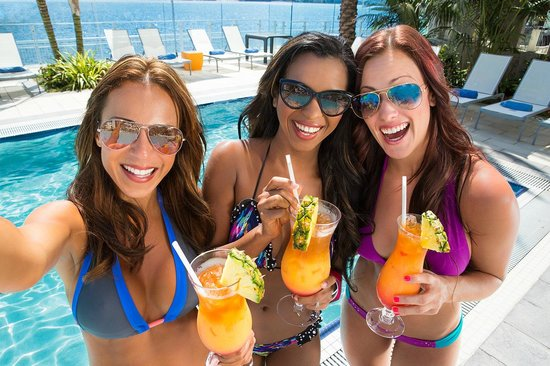 Hilton San Diego Bayfront: The Pool Club-A Siren's Call- Girls day at the pool