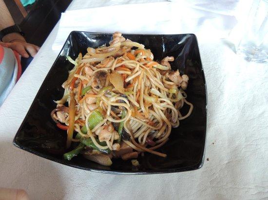 Salteado de fideos y verduras picture of restaurant for Resto jardin japones